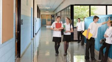 Šatní skříňky pro školy - bezpečnost na prvním místě